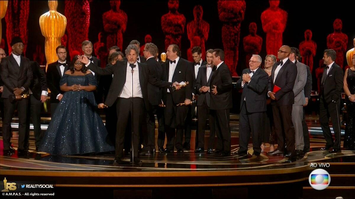 Equipe e elenco de Green Book recebe o Oscar de Melhor Filme. Foto: Reprodução/Twitter