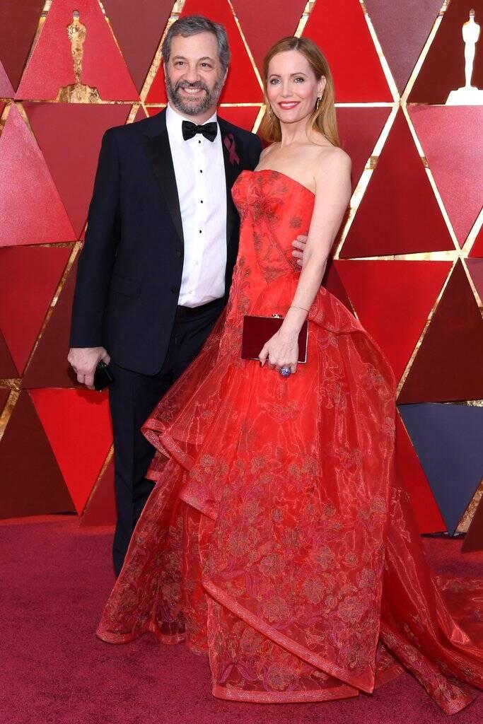 Judd Apatow e Leslie Mann deram um show de beleza no tapete vermelho do Oscar 2018 no último domingo (04). Foto: Kevork Djansezian/Getty Images