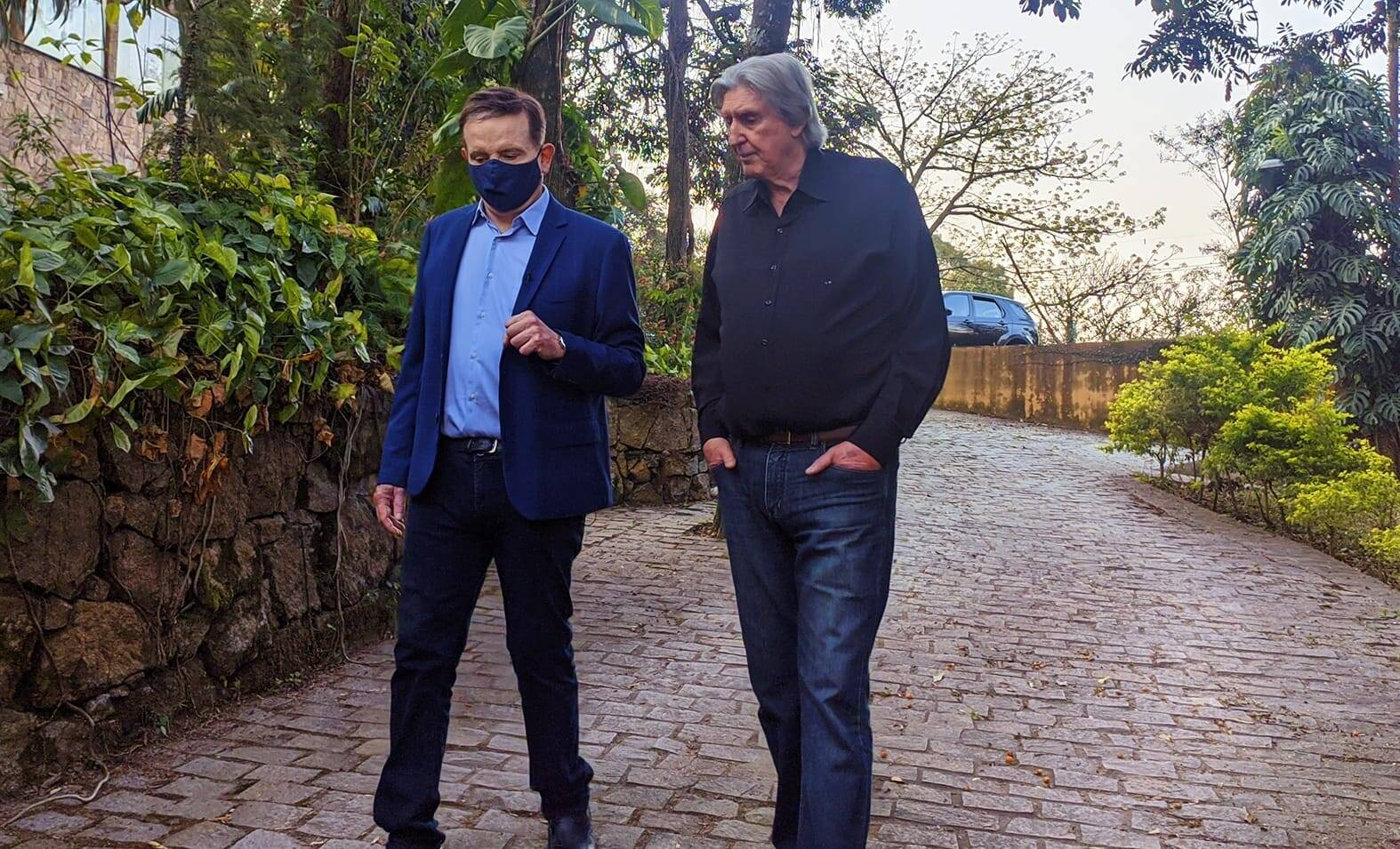 Sérgio Reis concede entrevista a Roberto Cabrini para o Domingo Espetacular. Foto: Record TV