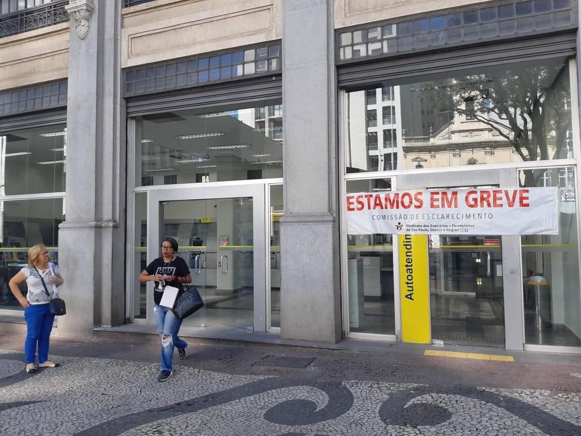 Agências bancárias não funcionaram nesta sexta-feira, durante greve geral em São Paulo. Foto: Marina Teodoro/iG São Paulo - 14.6.19