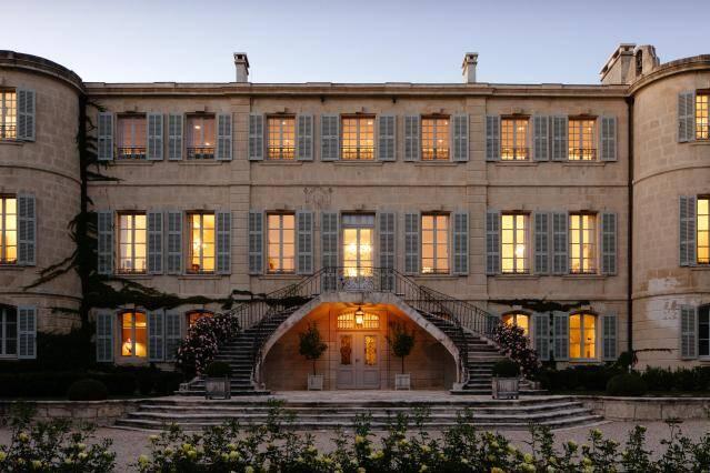 Chateau d'Estoublon, Fontvieille, França: O castelo acomoda até 20 hóspedes em seus dez quartos e oito banheiros. Foto: Divulgação/Airbnb