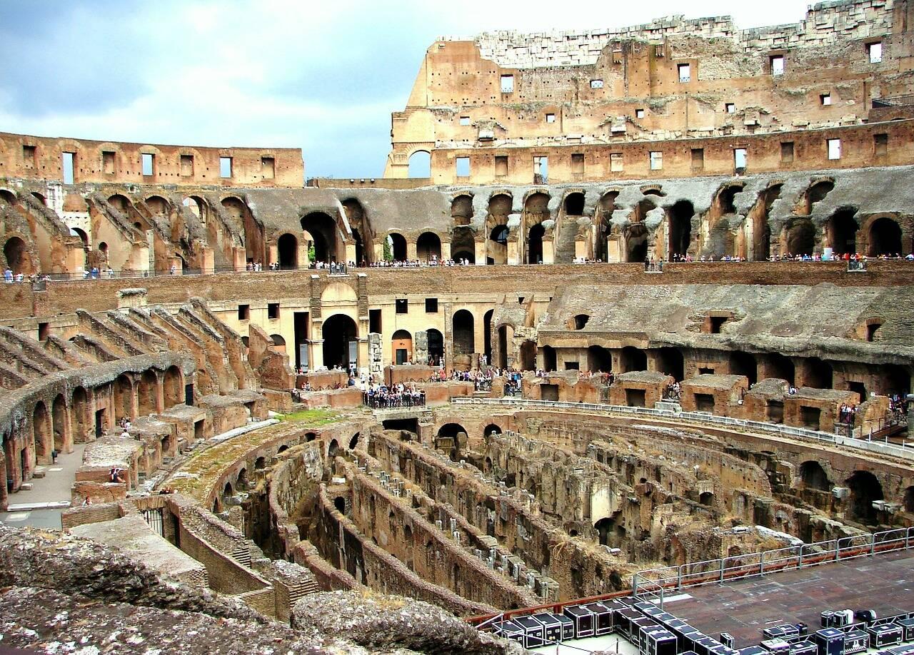 Parte interna do Coliseu durante a visita de milhares de turistas. Foto: Severinson/Pixabay