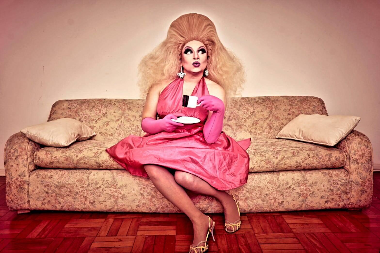 """""""Isso tudo influi na maquiagem"""", diz Nicole Verywell sobre escolher a personalidade da drag antes de pensar na make. Foto: Acervo pessoal"""