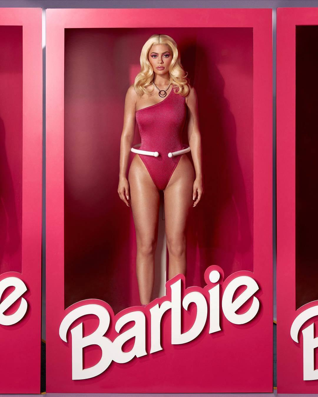 Kylie Jenner apostou no sexy e se fantasiou de Barbie. Foto: Reprodução/Instagram