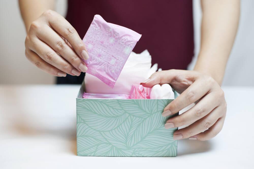 Protetores diários, desodorantes e até os lencinhos umedecidos  podem ser prejudiciais por tirar a proteção natural . Foto: shutterstock