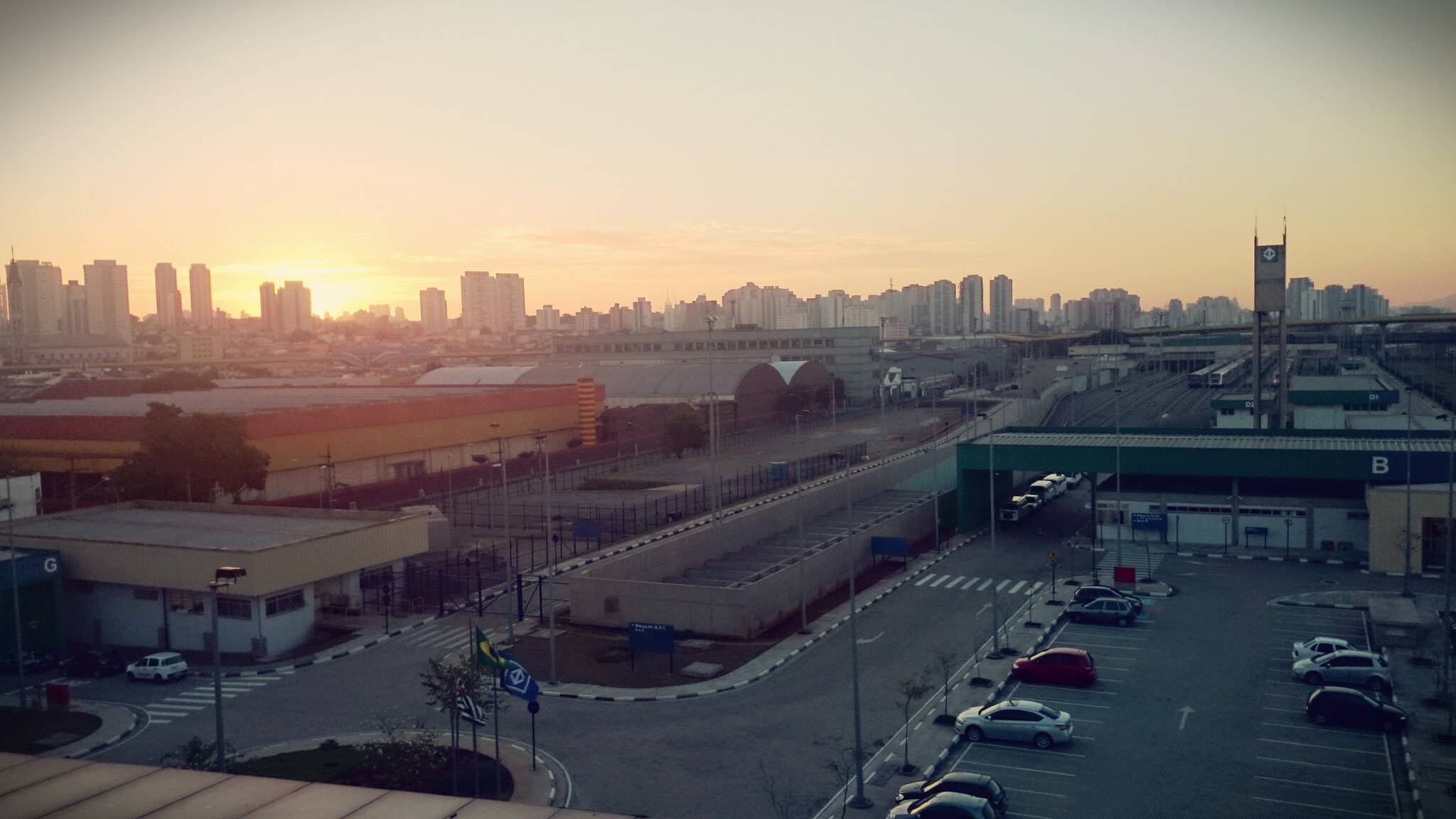 Não é preciso abrir espaço na agenda para apreciar a vista de São Paulo. Algumas estações do Metrô, como a Tamaduateí (Linha 2) trazem uma paisagem estonteante. Foto: Reprodução/Flickr/Leandro Ribeiro