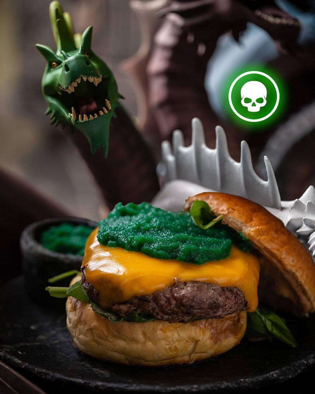 O Hambúrguer Cabeça Verde é um dos itens temáticos do cardápio. Foto: Reprodução/Instagram