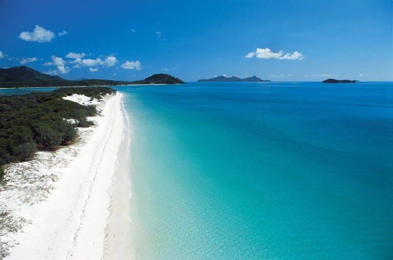 A praia possui cerca de 7 quilômetros e está no arquipélago Whitsundays. Foto: Pinterest