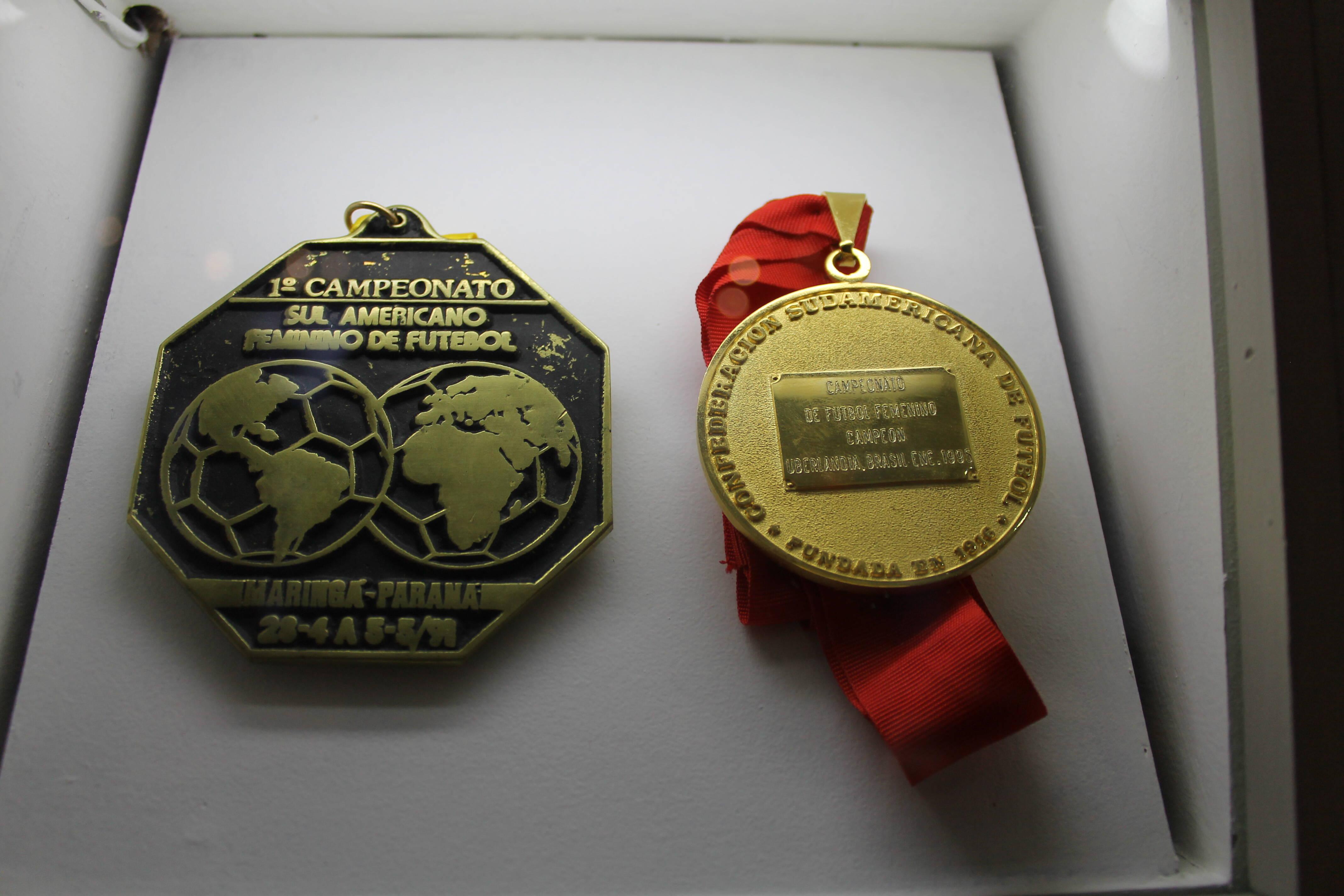 Medalhas conquistadas pela seleção brasileira de futebol feminino. Foto: Flavia Matos/ IG