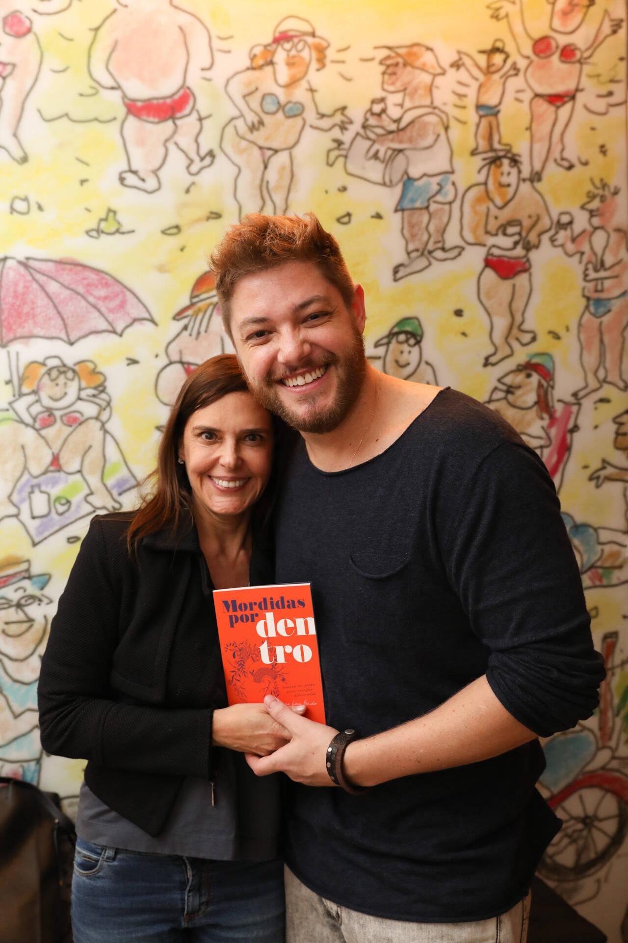 Lançamento do livro de Bruno Lima Penido, roteirista da Globo, contou com presenças ilustres nesta terça-feira. Foto: Leo Lemos/Editora Instante