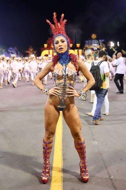 Sabrina Sato no desfile da Gaviões da Fiel em São Paulo sábado (10). Foto: Agência Brazil News/ Index Assessoria/ Divulgação