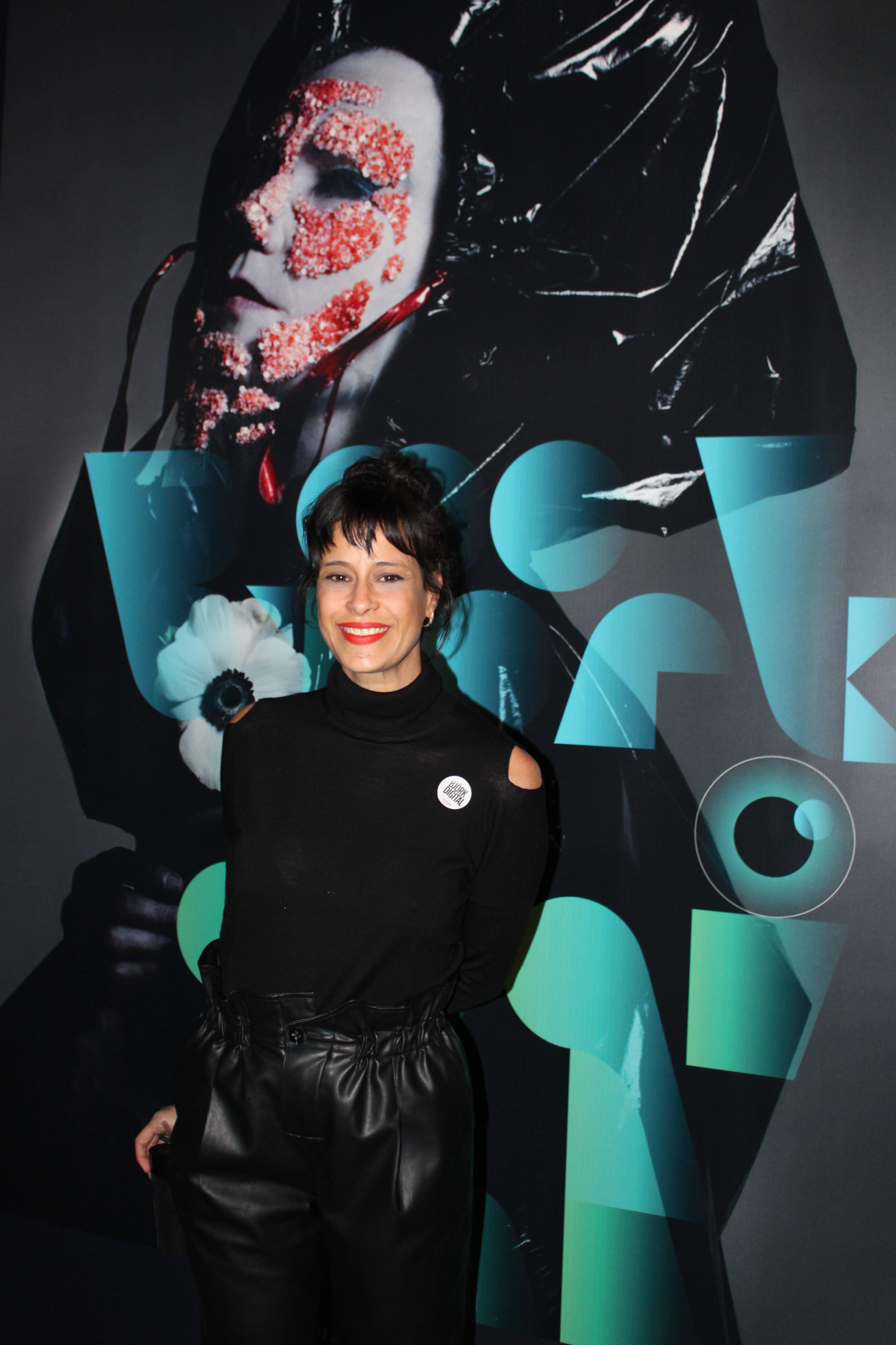 Lia Vissoto prestigia abertura da exposição . Foto: Priscila Sbrana/ Divulgação