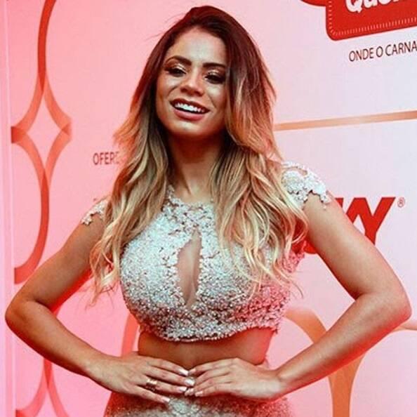 A cantora Lexa, fez show no Camarote QUEM O Globo no domingo (11), trabalhada no look brilhante, com decote sensual e claro muita beleza e talento. Foto: ENY MIRANDA/DIVULGAÇÃO
