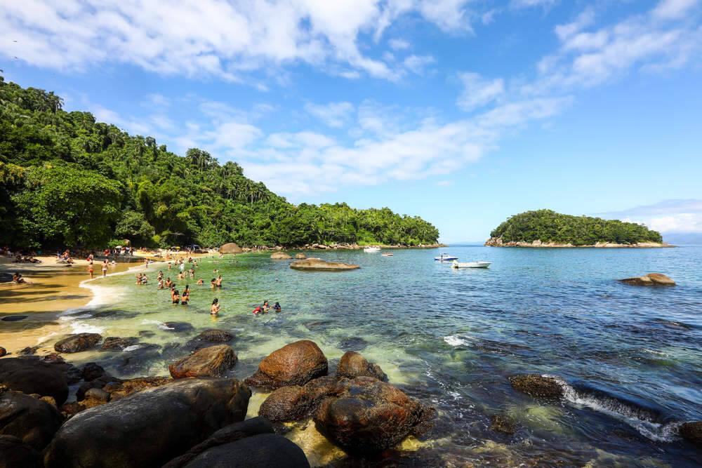 A Ilha das Couves fica a 2,3 quilômetros da costa norte de Ubatuba. Foto: Reprodução/Melhores Destinos