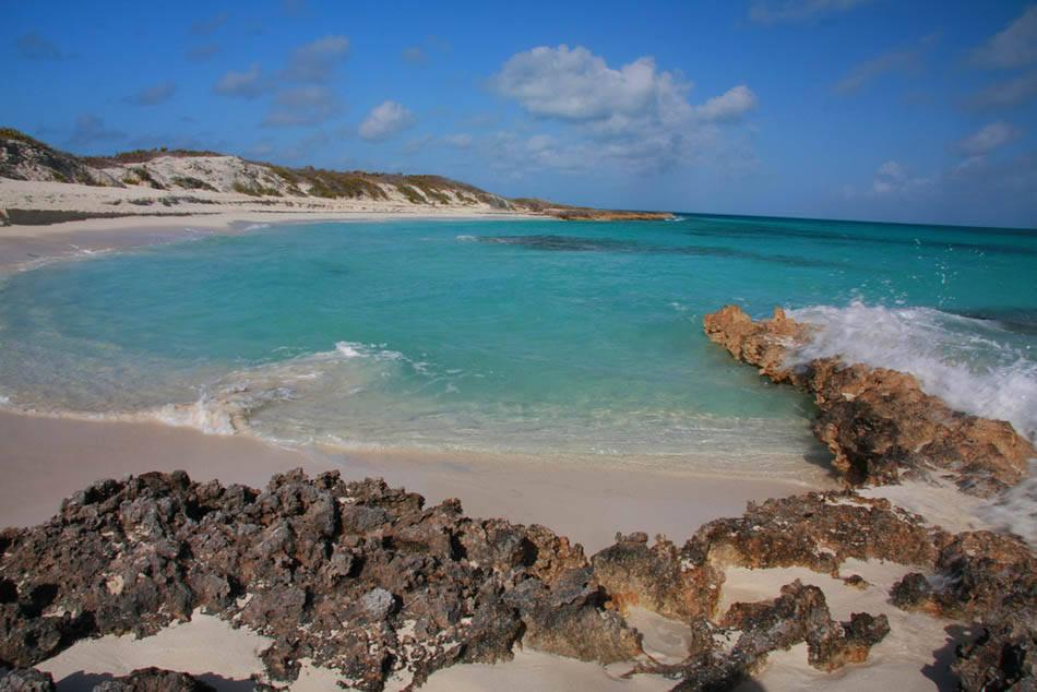Santa Maria Beach é vista por turistas como um bom lugar de descanso. Foto: Turismo em Cuba
