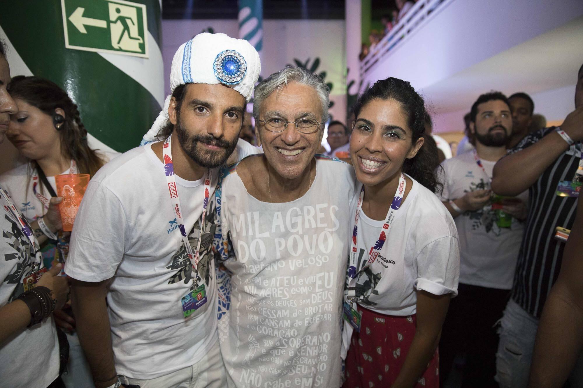 Joao Paulo Demasi, Caetano Veloso e Bela Gil em camarote em Salvador na última sexta (09). Foto: Felipe Panfili/Divulgação