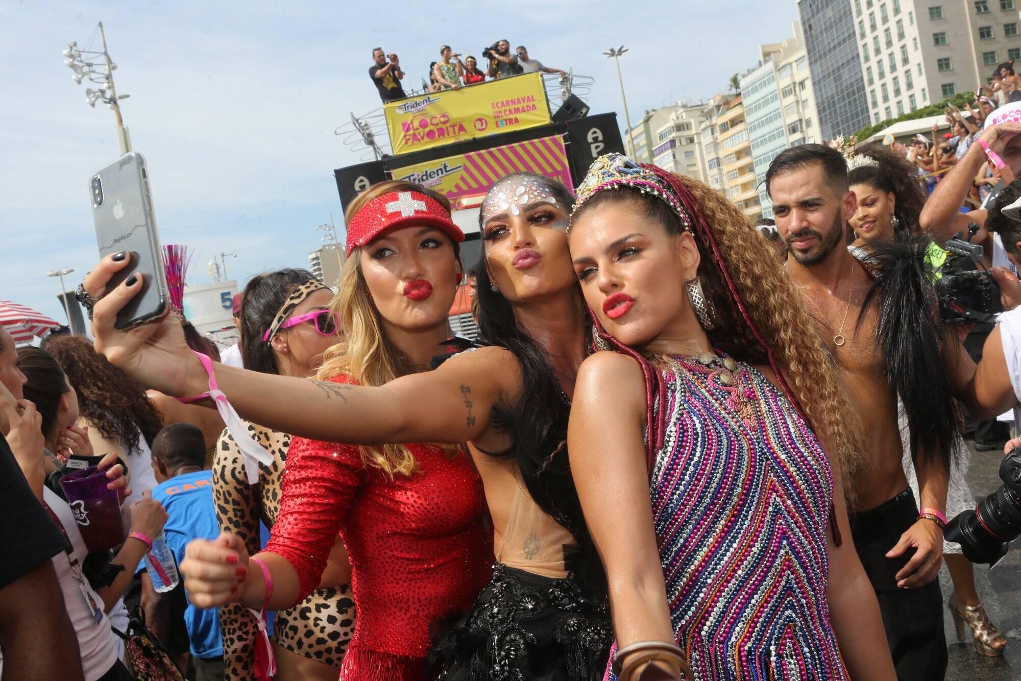Selfie para Josie Campos, Maria Joana e Paloma Bernardi. Foto: RT Fotografia/Brazil News/CS Eventos