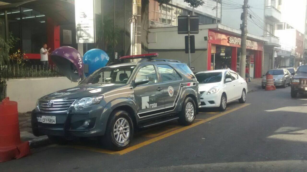 Equipe do Tenente Cavalheiro conseguiu deter os suspeitos na Avenida Rio Branco. Foto: Divulgação/Polícia Militar