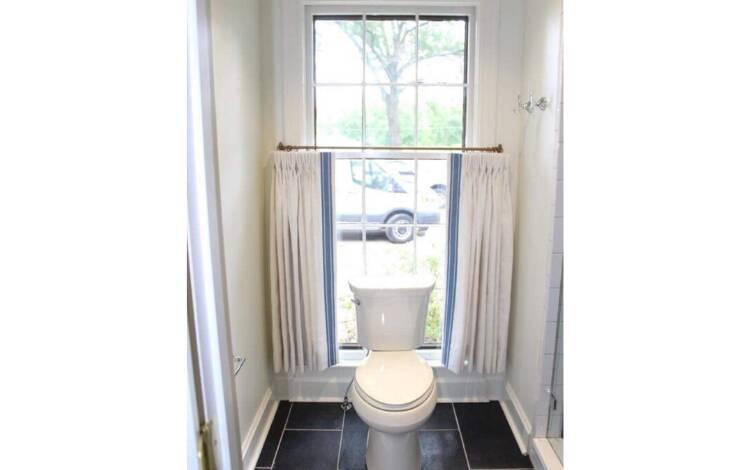 Será que a janela atrás da privada é realmente a melhor opção?. Foto: Reprodução/Instagram/pleasehatethesethings
