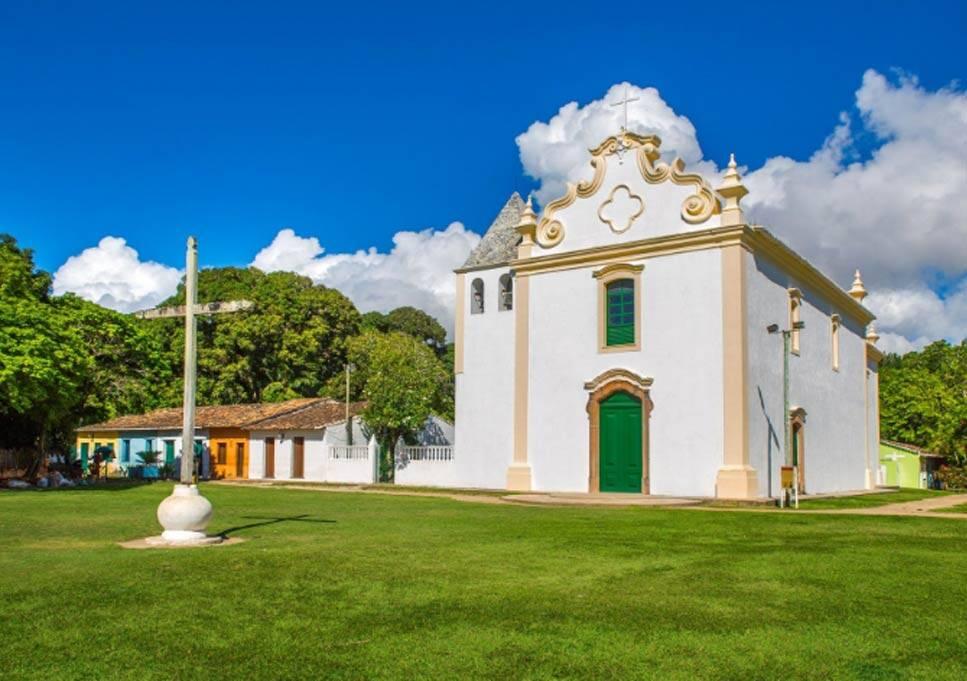 Igreja Nossa Senhora da Pena é uma das primeiras dedicadas à mãe de Jesus. Foto: Arraial d'Ajuda
