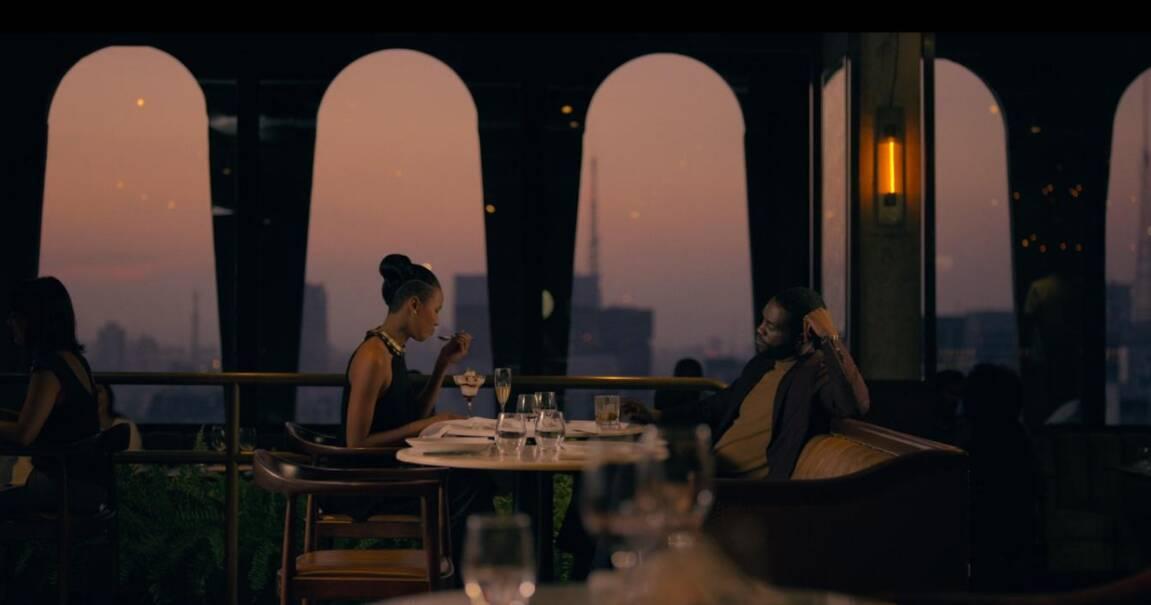 Cena do jantar de Karl no restaurante Seen, na Alameda Santos. Foto: REPRODUÇÃO/ NETFLIX