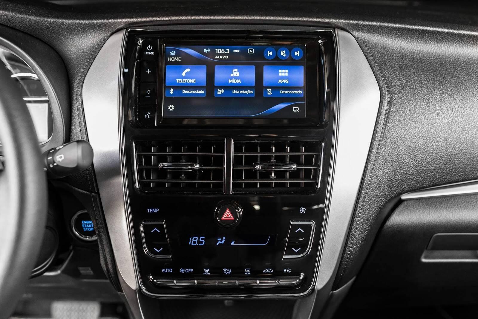 Nova central multimídia do Toyota Yaris, desenvolvida em conjunto com a Harman. Foto: Divulgação