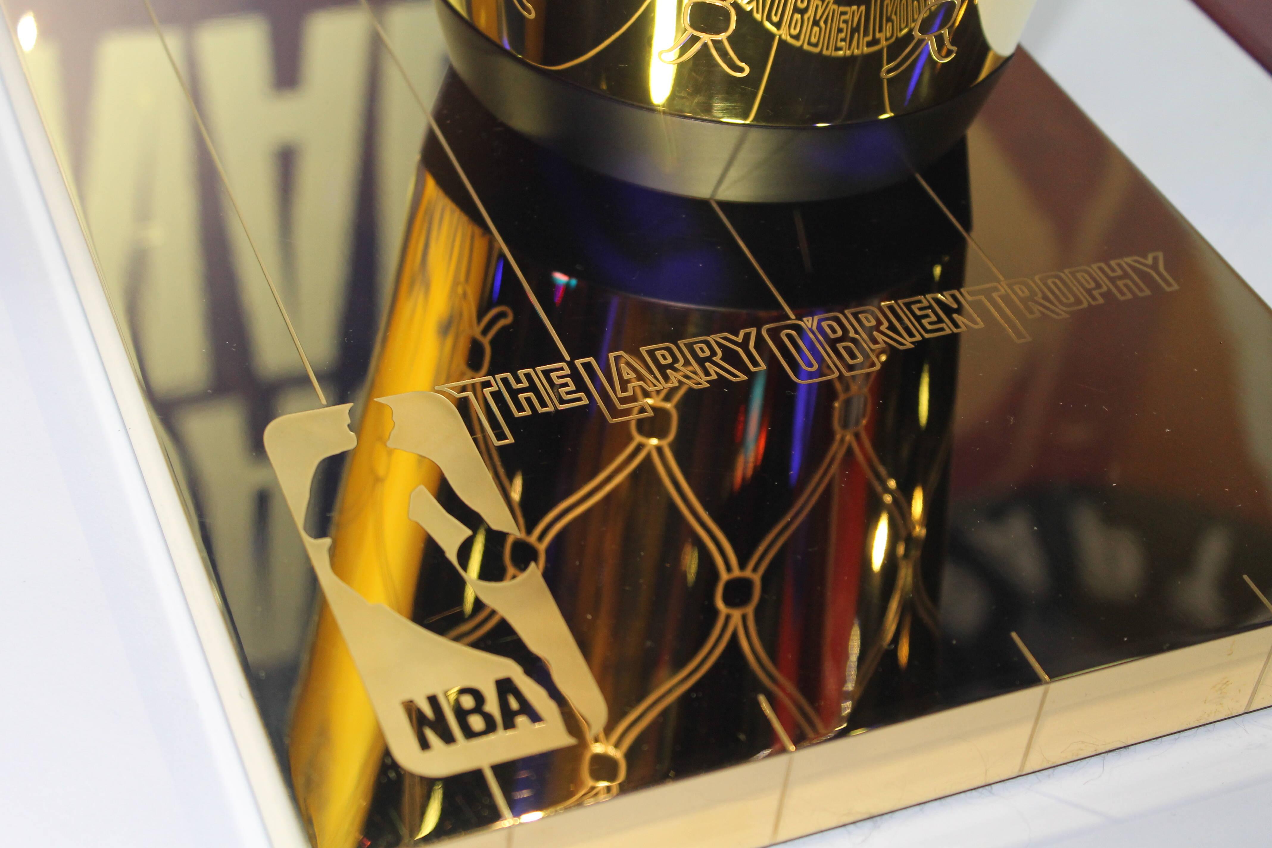 Detalhes do troféu Larry O'Brien . Foto: Flavia Matos/ IG