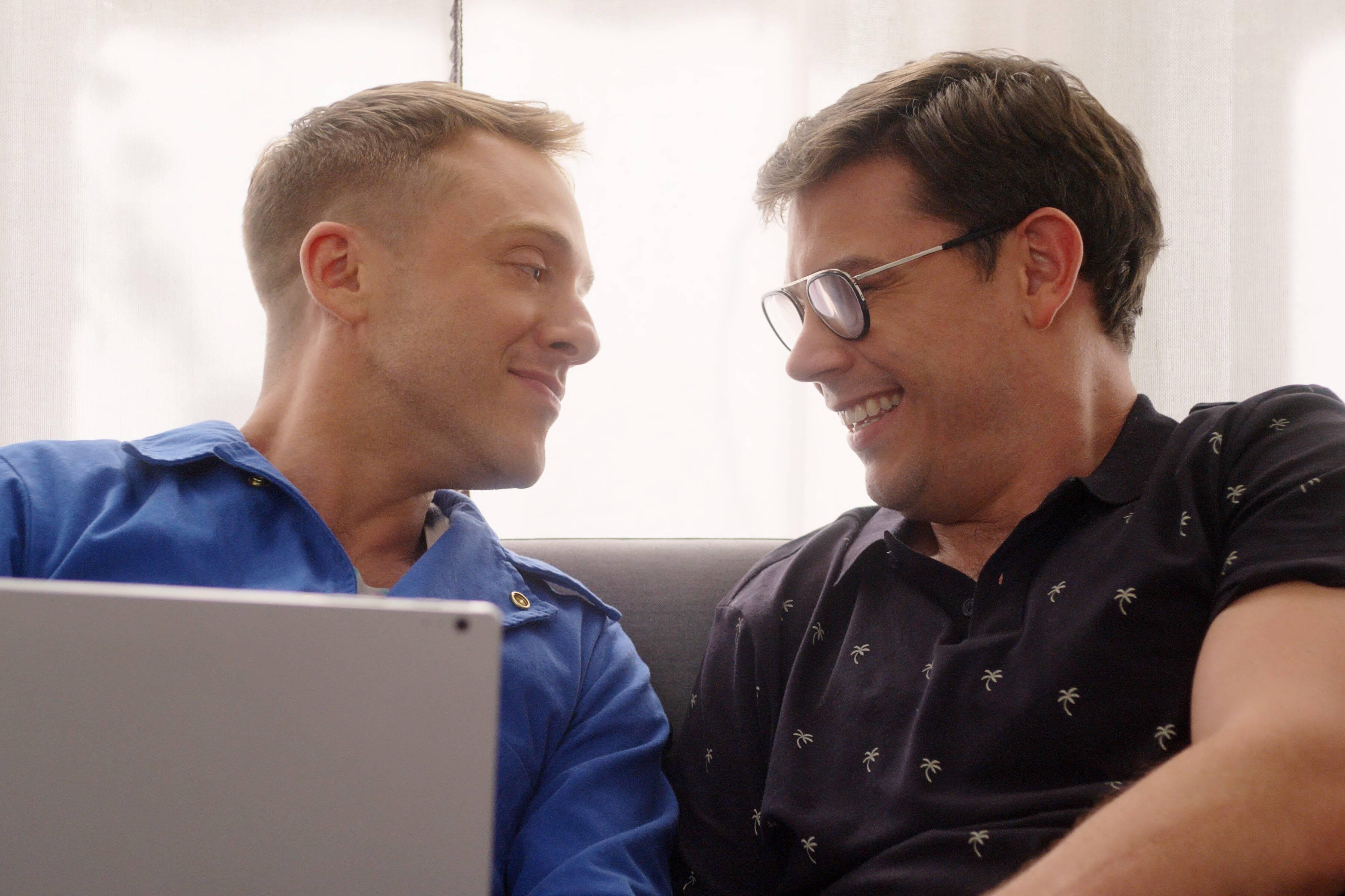 """""""Special"""" conta a história real de um homem gay com paralisia cerebral. Foto: Divulgação/Netflix"""