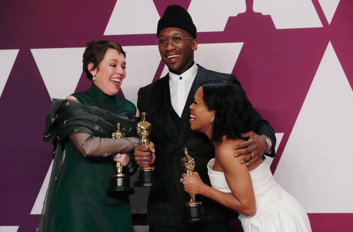 Mahershala Ali, Regina King e Olivia Colman com seus Oscars . Foto: Reprodução/Instagram
