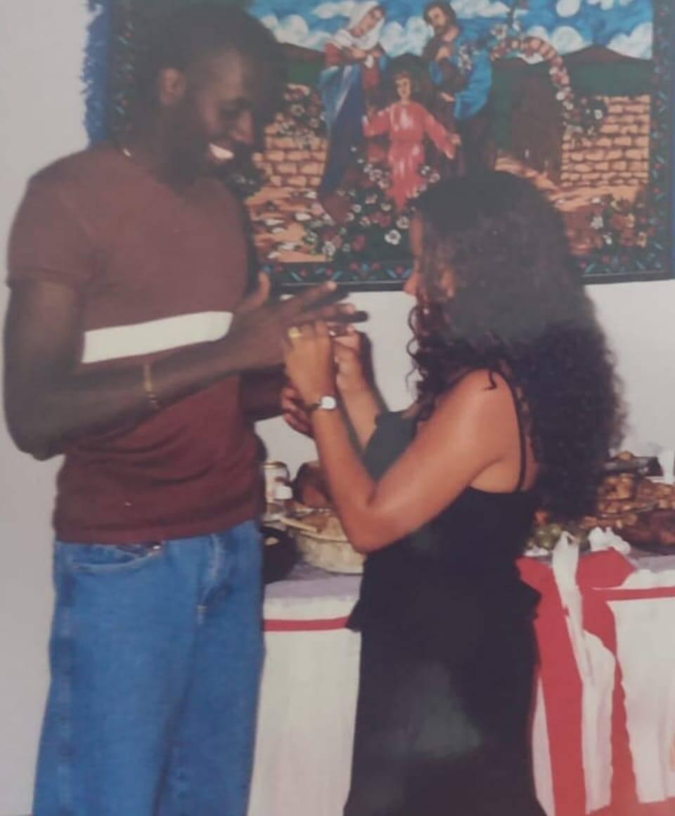 O noivado de Sérgio e Adriana aconteceu no Natal de 1998, com a família toda reunida. Foto: Acervo pessoal