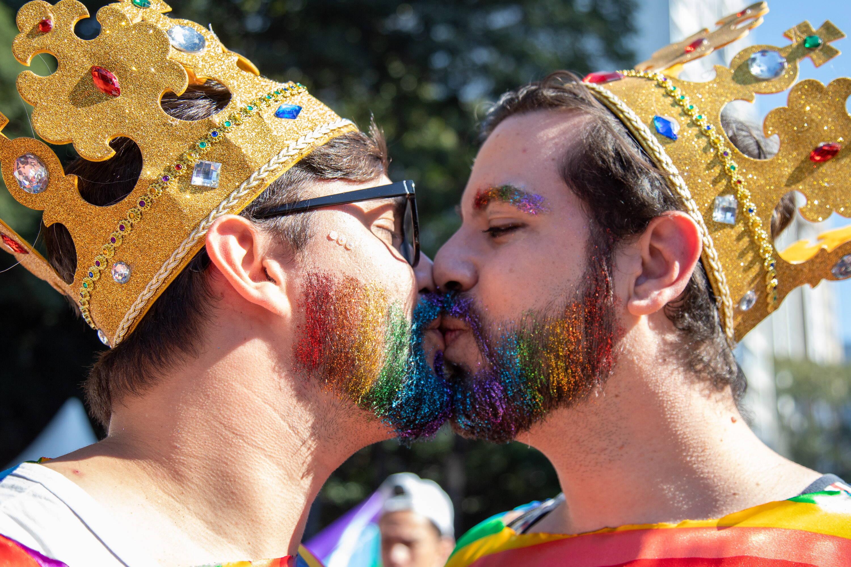 """Acontece neste domingo (23) a 23ª Parada do Orgulho LGBT de São Paulo, que traz o slogan """"Nossas conquistas, nosso orgulho de ser LGBT+"""". Foto: Patricia Borges/Raw Image/Agência O Globo"""