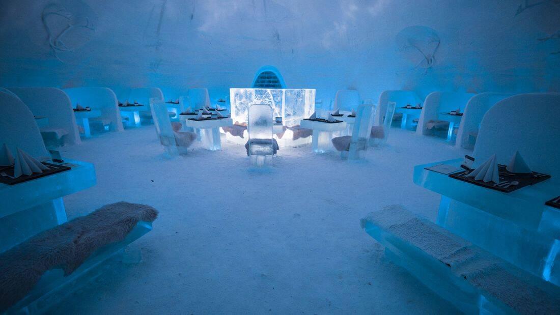 Até os móveis do restaurante são congelados. Foto: Divulgação/Lapland Hotels
