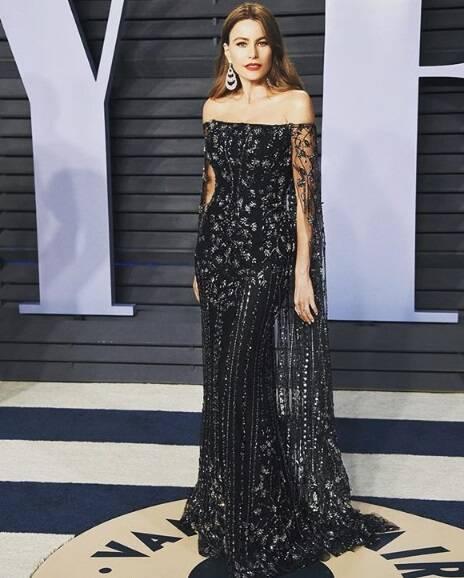 A atriz Sofia Vergara foi sucesso com todo seu glamour no pretinho nada básico na cerimônia do Oscar no último domingo (04). Foto: Reprodução Instagram