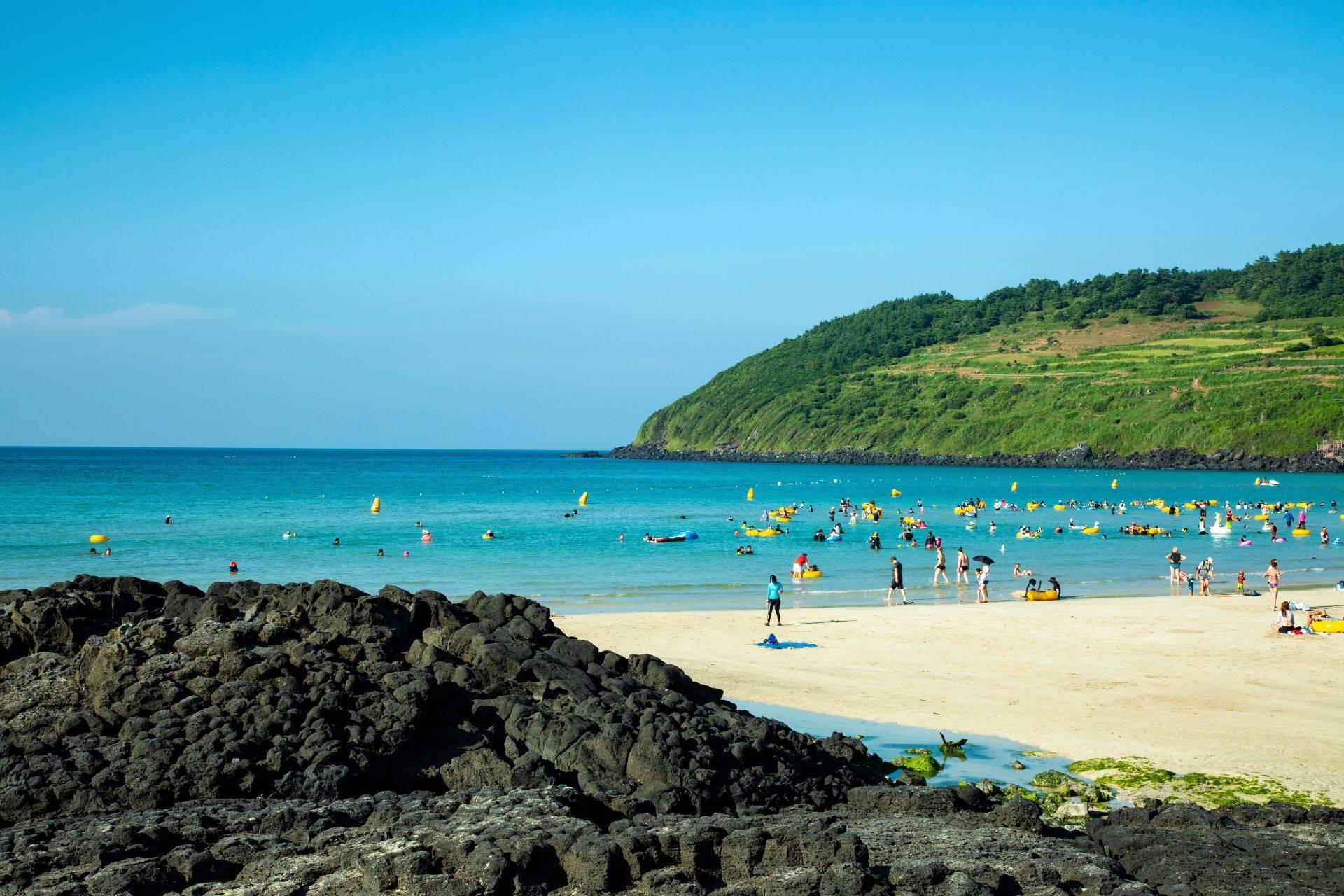 Hamdeok, a praia mais famosa da Ilha de Jeju. Foto: Reprodução/KoreaByMe