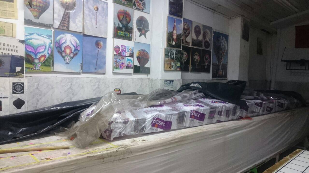 Ao todo, o material serviria para a produção de três balões de acordo com os PMs. Foto: Divulgação/Polícia Ambiental