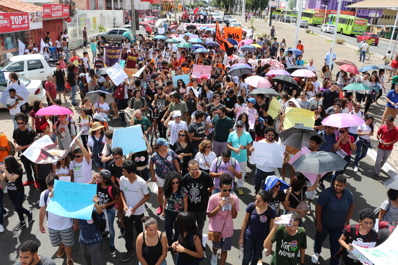 Manifestação de estudantes em Teresina (PI) contra cortes do MEC. Foto: Glória Tega/Código19/Agência O Globo - 30.5.19
