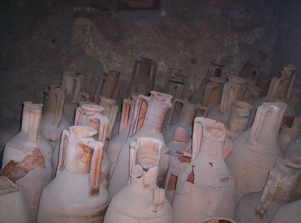 Vasos artesanais feitos pelos moradores de Pompeia, há mais de dois mil anos. Foto: Pixabay