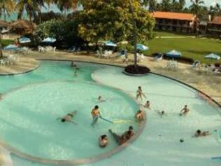Para se refrescar do calorzão, nada melhor que imensas piscinas