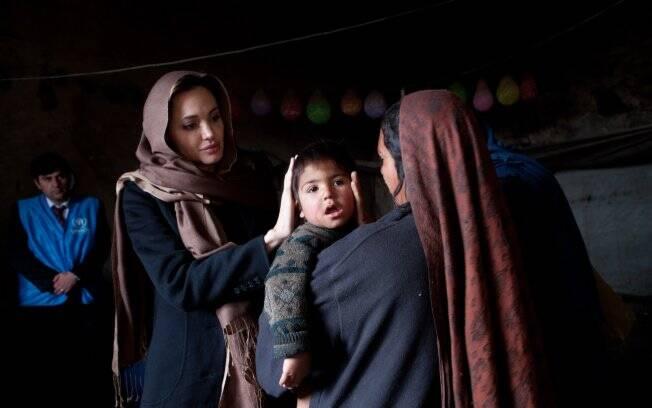 A estrela, que é casada com o também ator americano Brad Pitt, é conhecida por seu trabalho humanitário. Ela chegou ao Afeganistão na segunda-feira (07)