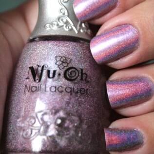 O roxinho importado, da NfuOh, reflete as cores do arco-íris
