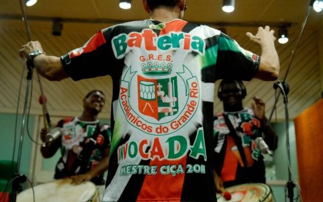 Comande você mesmo a bateria de uma escola de samba - Rio de Janeiro ... 30755320ed059