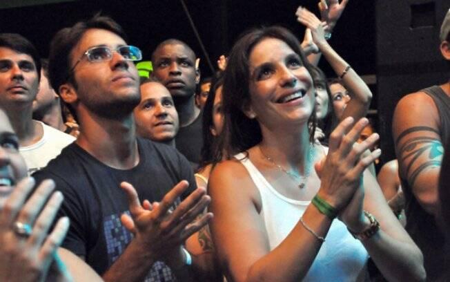 Ivete e Daniel na plateia do Natiruts, na Praia do Forte, na noite de sábado