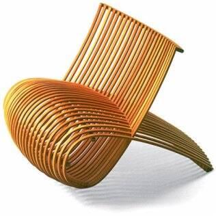 Poltrona em madeira criada por Marc Newson para a Capellini, em 1988