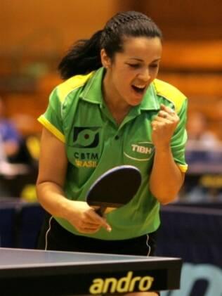 Jane Karla Rodrigues comemora ponto em jogo disputado na Polônia