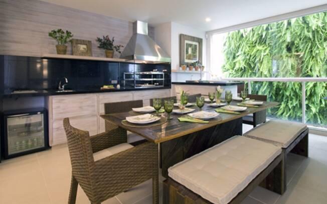 Cozinhas e terraços gourmet tendem a se integrar e absorver a sala de jantar