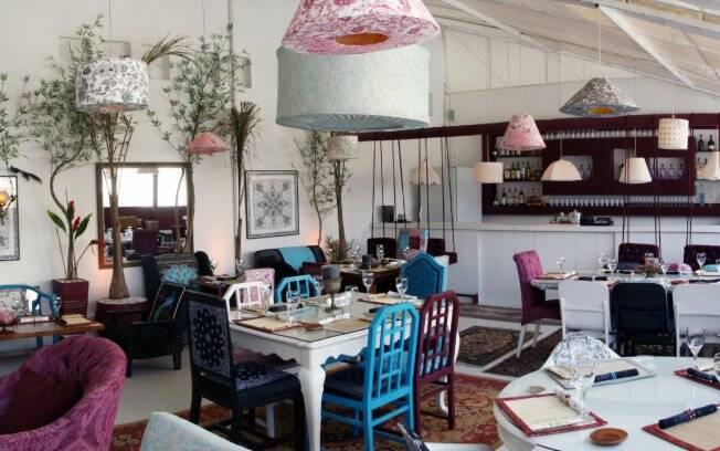 No Marakuthai, cada mesa tem um estilo e o salão mais parece uma sala de estar