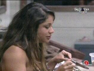Maria canta na cozinha do Lado B