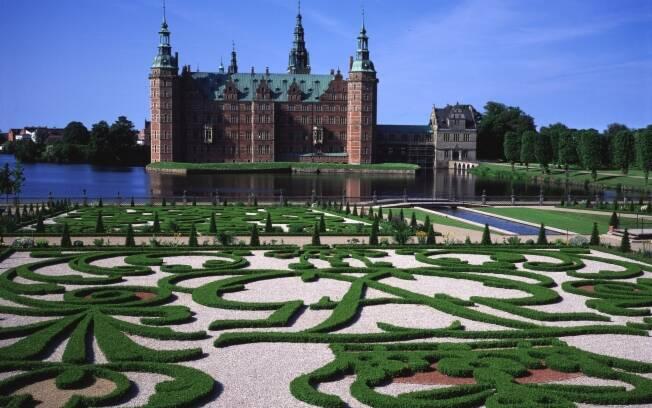 O Castelo de Frederiksborg, na Dinamarca, também conta com um jardim em estilo francês