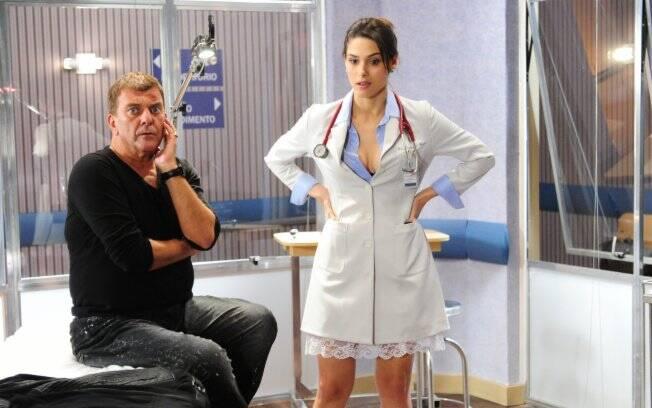 Após participar da novela Insensato Coração, Fernanda Machado volta à TV no seriado no papel de uma neurologista