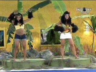 Adriana e Talula imitam macaco